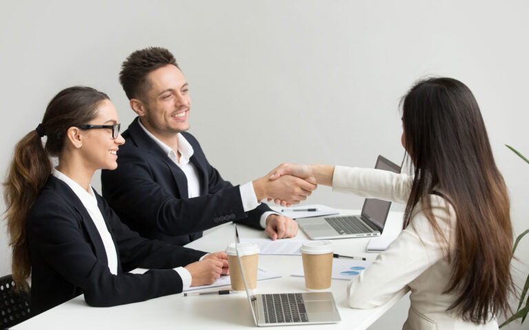 Customer Experience Management. Zarządzanie doświadczeniami klientów. Wdrożenia i rezultaty Strategy&Results - skutecznie zwiększamy rentowność, zaangażowanie i efektywność zespołów.